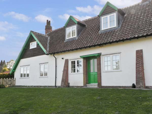 NO. 2 LOW HALL COTTAGES, pet friendly, with a garden in Scalby, Ref 6960 - Image 1 - Scalby - rentals