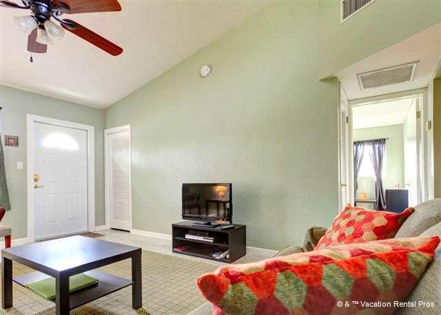 Our newly renovated house has HDTV and free WiFi! - Harbor 606 near beach on Venice Island - Venice - rentals