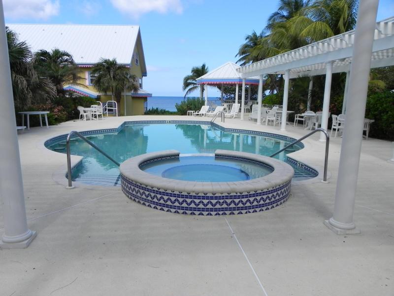 FRONT POOL - Divers Paradise Huge 3 Bed 3.5 Bath Townhouse - West Bay - rentals