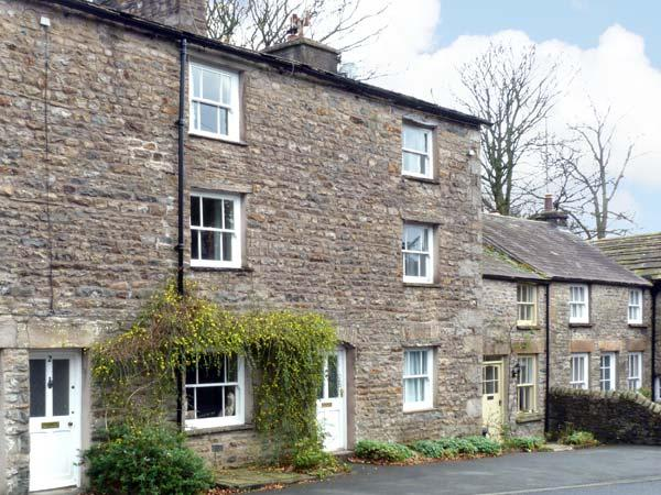 SETTLEBECK COTTAGE, family friendly, character holiday cottage in Sedbergh, Ref 11220 - Image 1 - Sedbergh - rentals