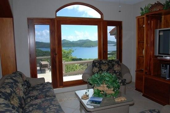 Comfortable living area with a view - VillAllure Guest House - Coral Bay - rentals