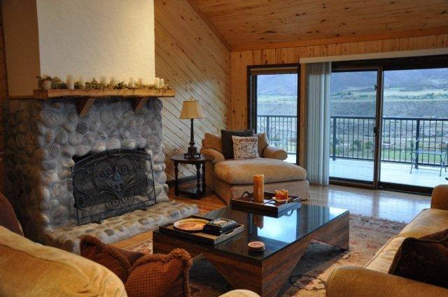 Living Room - 4 BR, Sleeps 8-10. Central to 4 Mountains. Views! - Aspen - rentals