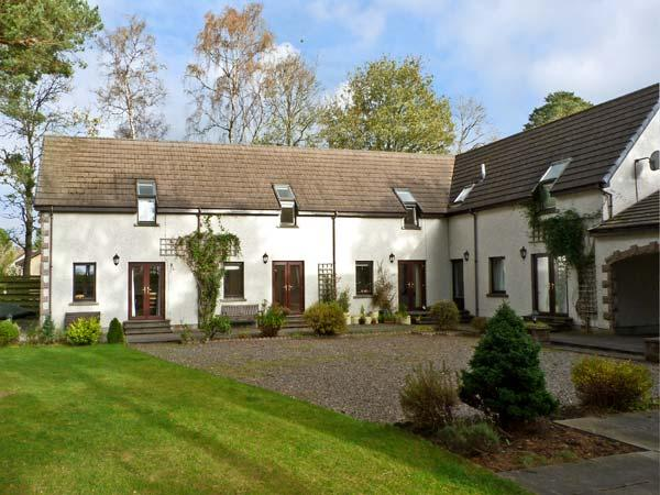 STEADING 4 BALVATIN COTTAGES, family friendly, country holiday cottage, with a garden in Newtonmore, Ref 10525 - Image 1 - Newtonmore - rentals