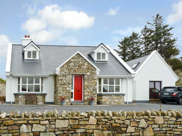 HONEYSUCKLE LODGE, family friendly, country holiday cottage, with a garden in Clifden, County Galway, Ref 10037 - Image 1 - Clifden - rentals