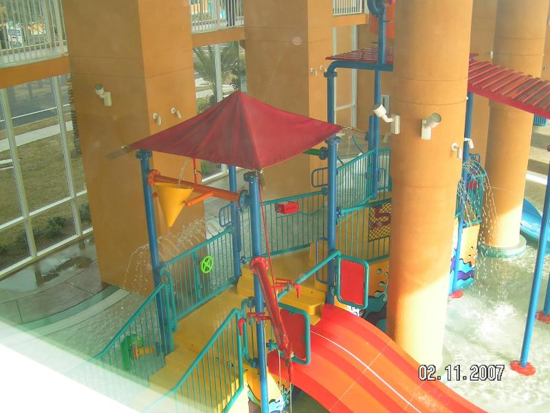 SPLASH - Waterpark with slides, dumping bucket, lazy river, 2 pools, dive in movie in the summers ++ - SPLASH 1901E*KKKQTT*New Carpet*Beach Service*WIFI - Panama City Beach - rentals