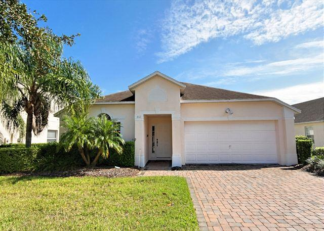 Front View - LAKESIDE HAVEN: 4 Bedroom Home with South Facing Pool and Spa - Davenport - rentals