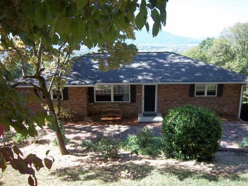 Front of House - Ridge Retreat - 3/4 BR 3 Bath Home - Awesome View - Chattanooga - rentals