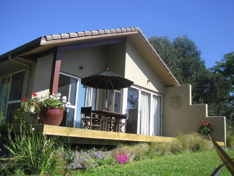 Front view of cottage - The Orchard Cottage a relaxing retreat. - Whitianga - rentals