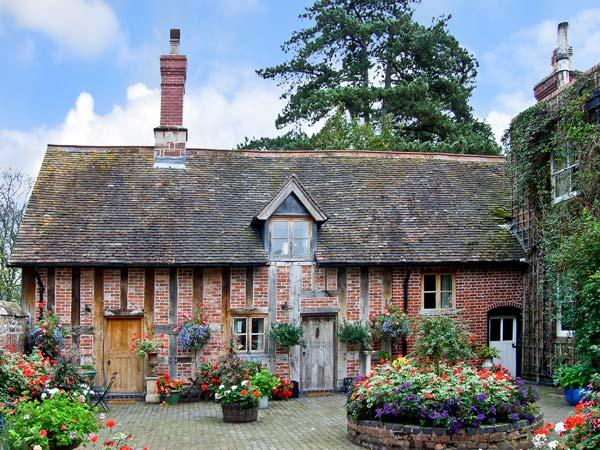COURTYARD COTTAGE, romantic, luxury holiday cottage, with open fire in Meeson, Ref 11346 - Image 1 - Shropshire - rentals