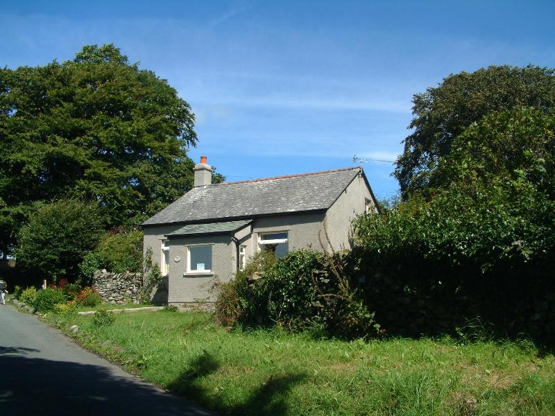 View from the south - Woodland Cottage on its own in farmland, Cartmel - Cartmel - rentals