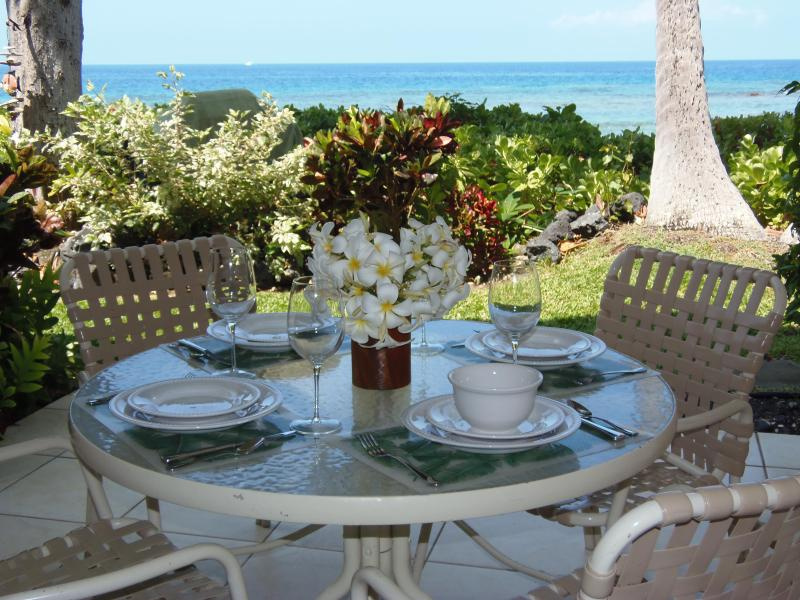Lanai overlooking ocean, just steps away from the beach! - Keauhou Kona Surf & Racquet #5, Oceanfront - Keauhou - rentals