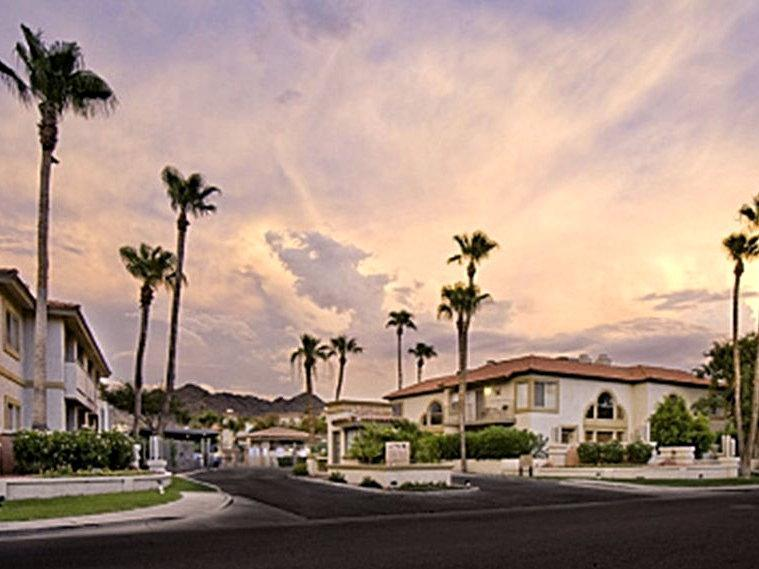 12th St. Entrance (at dusk) - Affordable Luxury in the Valley of the Sun! - Phoenix - rentals