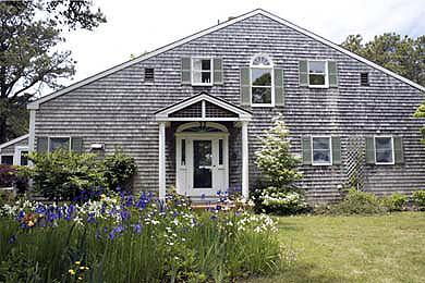 135 - LOVELY PRIVATE SETTING ON CHAPPAQUIDDICK WITH A BEAUTIFUL GARDEN , ON KATAMA BAY - Image 1 - Chappaquiddick - rentals