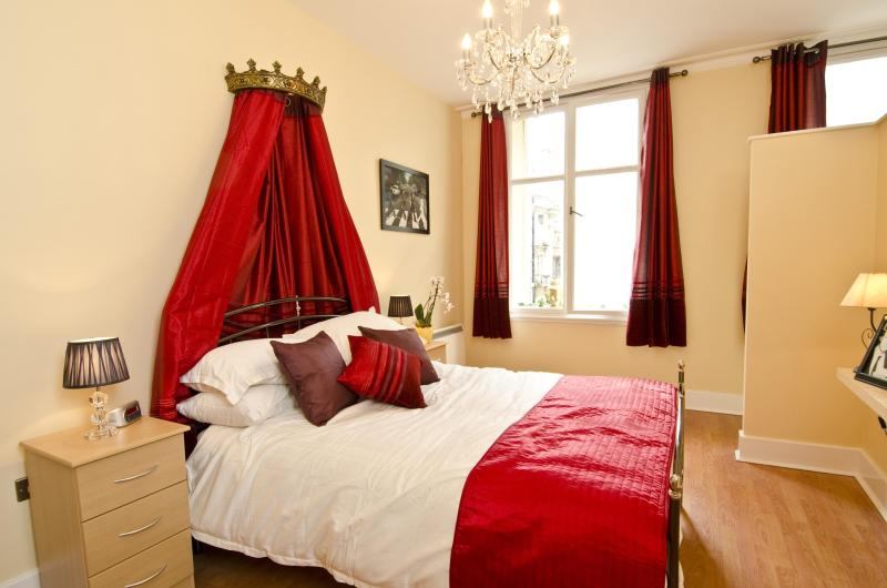 Daytripper Beatles Themed Apartment In Liverpool. - Image 1 - Liverpool - rentals