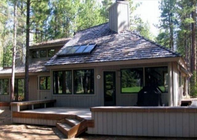 Golf course side - Large luxury home, 5BR, 4BA, sleeps 12+, spa tub, on 15th hole of Big Meadow - Black Butte Ranch - rentals