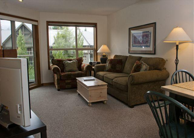 Living Room - Aspens, prime ski-in, ski-out, 2 bdrm with bright pool view& BBQ - Whistler - rentals