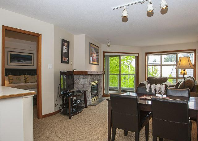 Living Area - Aspens, prime ski-in, ski-out 2 bdrm with bright pool view - Whistler - rentals