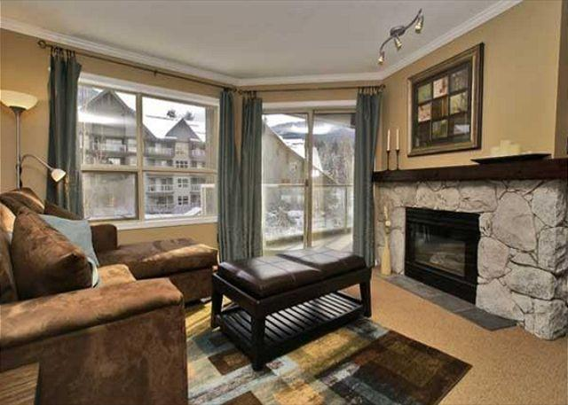 Living Room - Aspens, prime ski-in, ski-out, 1 bdrm with BBQ, AC & bright, pool view - Whistler - rentals