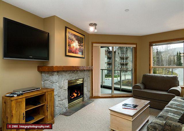 Living Room - Aspens, prime ski-in, ski-out, spacious 2 bdrm with BBQ, sleeps up to 8 - Whistler - rentals