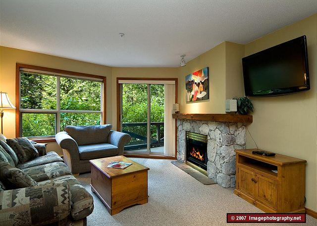 Living Room - Aspens, prime ski-in, ski-out, 2 bdrm with serene forest view - Whistler - rentals