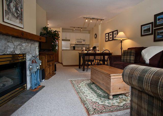 Living Area - Aspens, prime ski-in, ski-out, 1 bdrm with bright pool view - Whistler - rentals