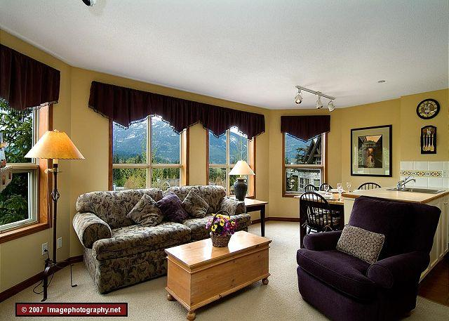 Living Area - Aspens, prime ski-in, ski-out 1 bdrm end unit with spectacular ski hill view - Whistler - rentals