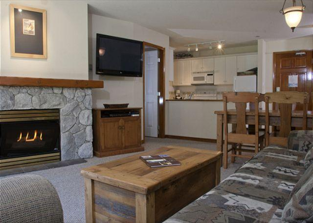 Living Area - Aspens, prime ski-in, ski-out, 2 bdrm with BBQ, AC & bright mountain view - Whistler - rentals