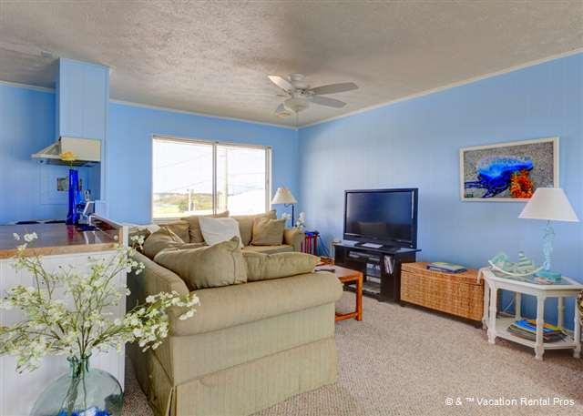 The second floor living room is a relaxing place to lounge - Playa Haus Beach House, Ocean View home with 2 large decks - Saint Augustine - rentals