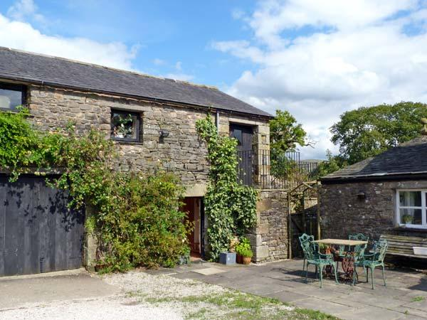 THE GRANARY, pet friendly, character holiday cottage, with a garden in Kirkby Lonsdale, Ref 10255 - Image 1 - Kirkby Lonsdale - rentals