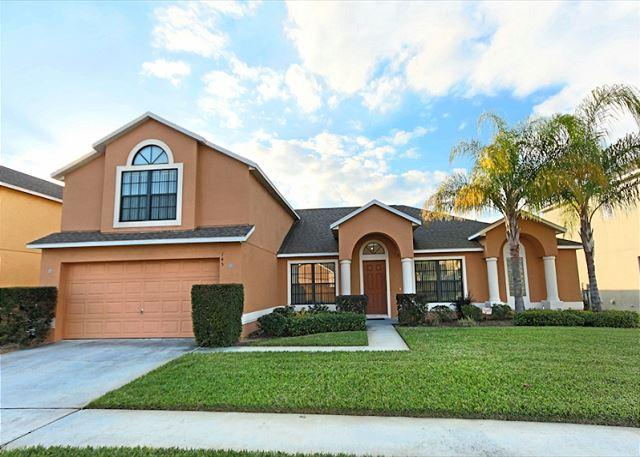Front View - FLORIDA PARADISE: 5 Bedroom Home with 2 Master Suites and Spacious Pool Area - Davenport - rentals