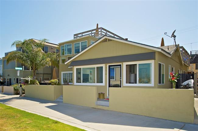 #3678 - BEACHFRONT COTTAGE W/ PRIVATE PATIO - Image 1 - Mission Beach - rentals