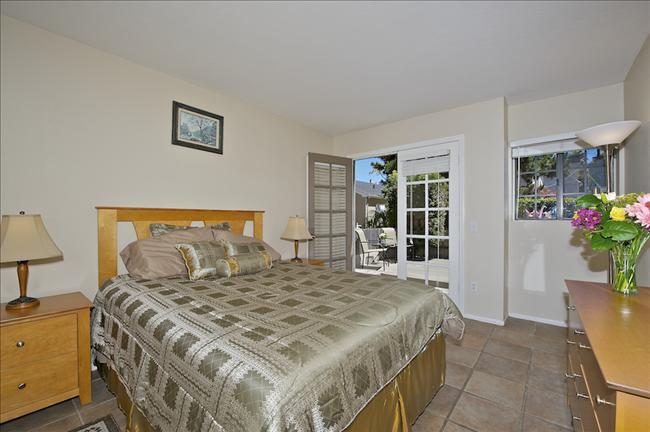 #824 - Steps to Water! Private Patio and Balconies! - Image 1 - Mission Beach - rentals