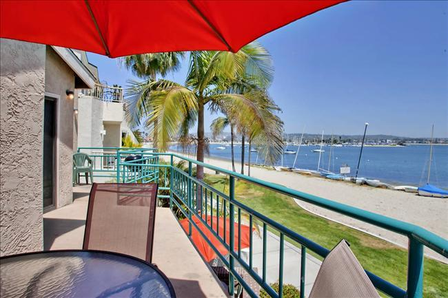 #3265 - WATERFRONT W/ Spacious Terrace! - Image 1 - Mission Beach - rentals