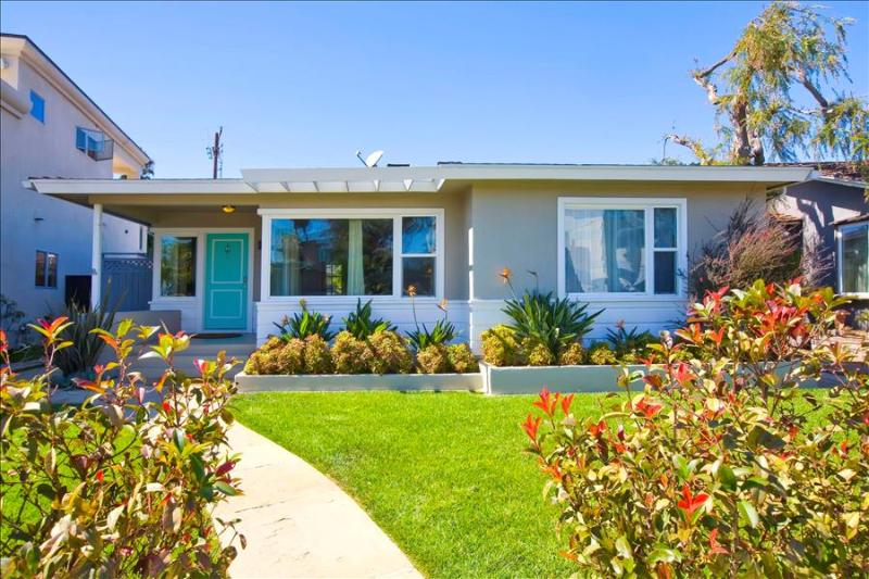 #1012 - IDEAL FAMILY HOME w/Tons of Toys! Steps to the Water! - Image 1 - Mission Beach - rentals