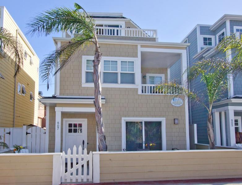 #807 - LUXURIOUS RETREAT W/Patio and Balconies! Great Ocean and Bay Views! - Image 1 - Mission Beach - rentals