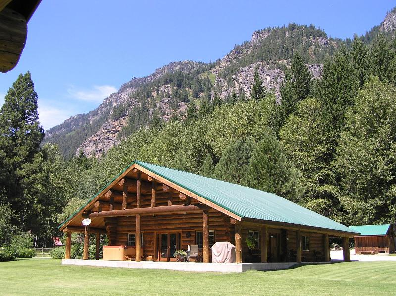 Lodge in the summer - Rock Mountain Lodge - Leavenworth - rentals