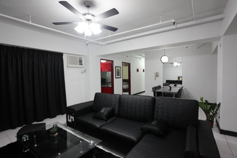 Living Room w/ Dining Room in Background - 3B2b - 3 Min to MRT, 10 Min to 101 - Taipei - rentals