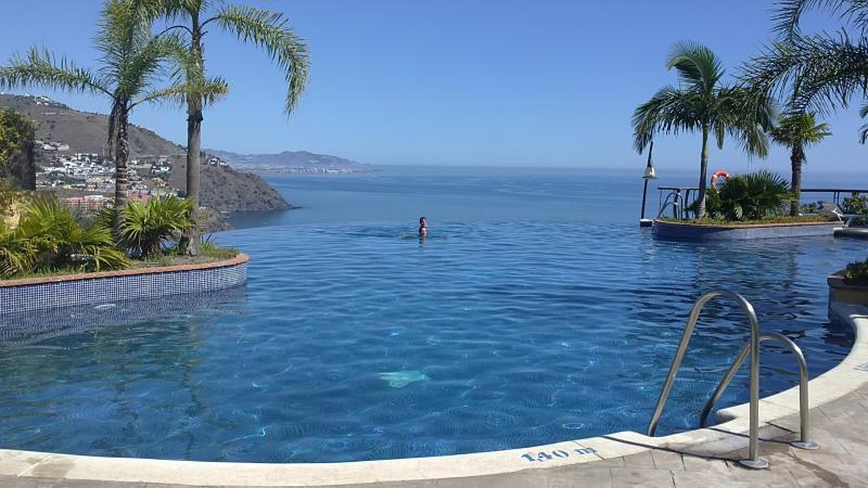 Infinity pool in front of the house - Excellent views. Pool all year. Beach & Mountain - Almunecar - rentals