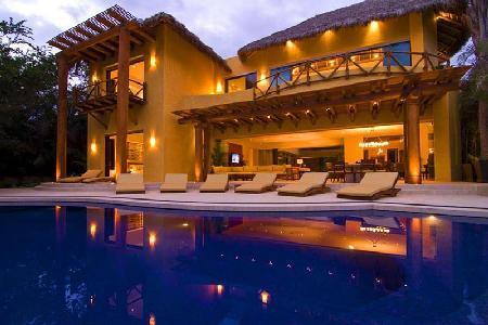 Villa Todo Bien - Beachfront estate with pool, beach activities & fantastic staff services - Image 1 - Punta de Mita - rentals