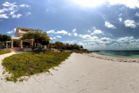 Exquisite beachfront Casa de la Playa offers 360º views & beautiful gardens - Image 1 - Isla Mujeres - rentals