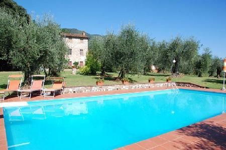Rustic Casa Tonio boasts pristine gardens & vineyard, pool, near wineries - Image 1 - Lucca - rentals
