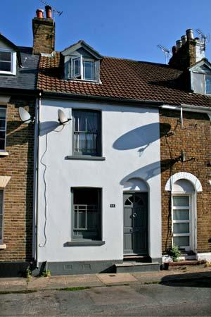 51 SYDENHAM STREET, pet friendly, character holiday cottage, with a garden in Whitstable, Ref 10442 - Image 1 - Whitstable - rentals