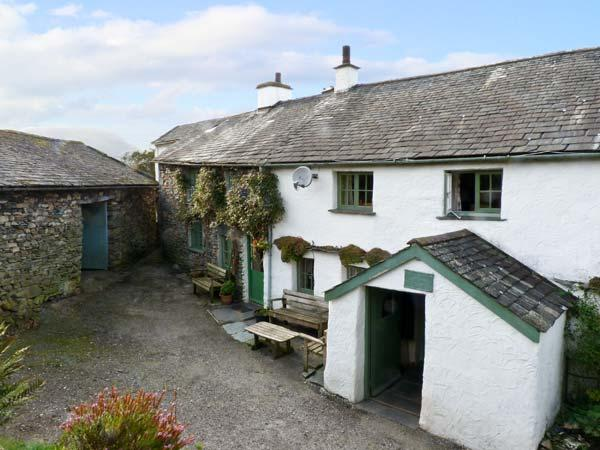 HIGH ARNSIDE, family friendly, character holiday cottage, with a garden in Coniston, Ref 10732 - Image 1 - Coniston - rentals