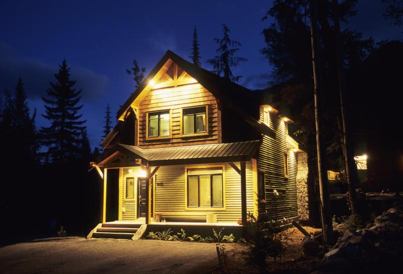 Exterior of Rocking Horse Retreat - Huckleberry Cottage on Kicking Horse Mountain - Golden - rentals