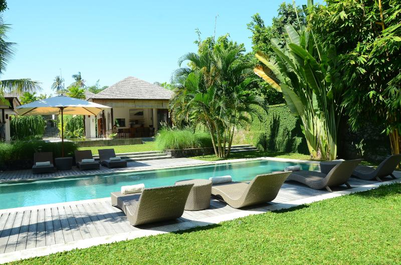 Swimming pool - south view - Villa Bengawan | 5 bdrm | Luxury villa near beach - Canggu - rentals