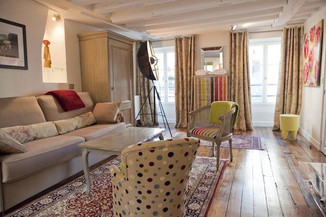 Living Room - Luxury Artist Apt in Montorgueil. Photos-Paintings - 2nd Arrondissement Bourse - rentals