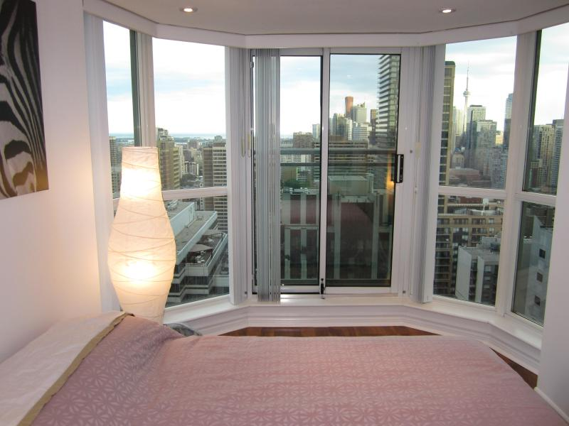 Breathtaking Panorama View of City of Toronto, Lake Ontario, Skyline - Toronto Prestigous Yorkville 2 Bedroom 2 Bathroom! - Toronto - rentals