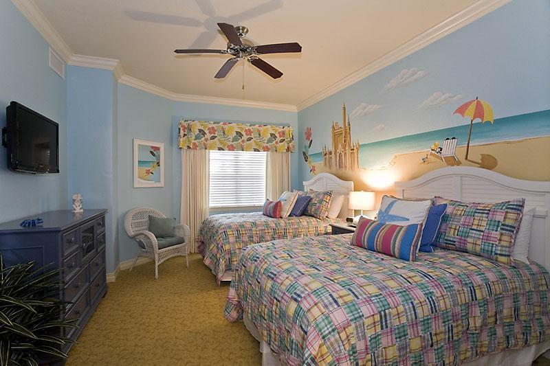 Mickey beach theme bedroom, for the young and young at heart. 2 full size beds, LCD TV & ensuite - Luxury Condo with Mickey Themed bedroom, for your dream Orlando vacation. Family Friendly, Sleeps 8. - Reunion - rentals