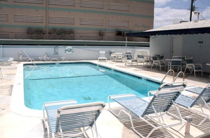 Walk to Beach/Boardwalk Pool 1/1 sleeps 6 (201) - Image 1 - Hollywood - rentals