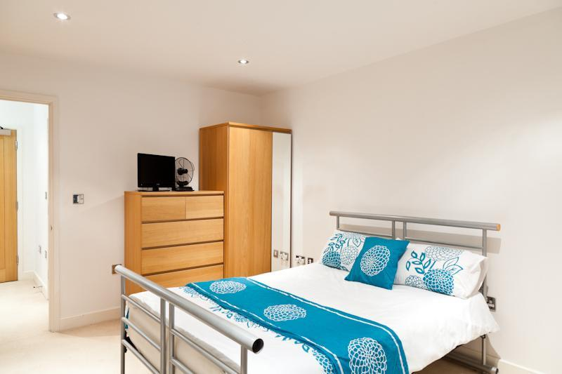 Luxury Docklands Apartment With Gym & Sauna - Image 1 - London - rentals